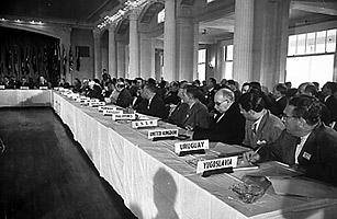 Bretton Woods toplantısında Dünya Para Fonu ve Dünya Bankası gibi kuruluşların temeli atıldı.
